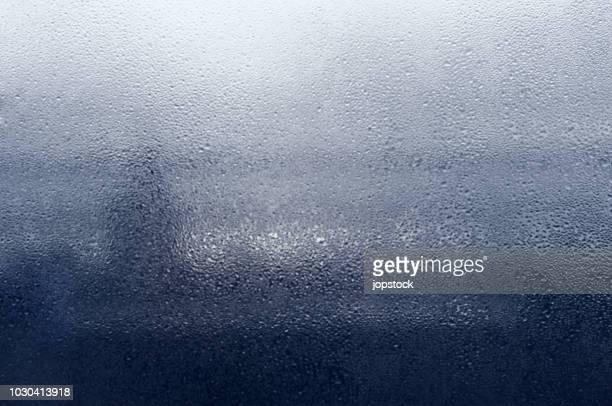 condensed window - wassertropfen glas stock-fotos und bilder