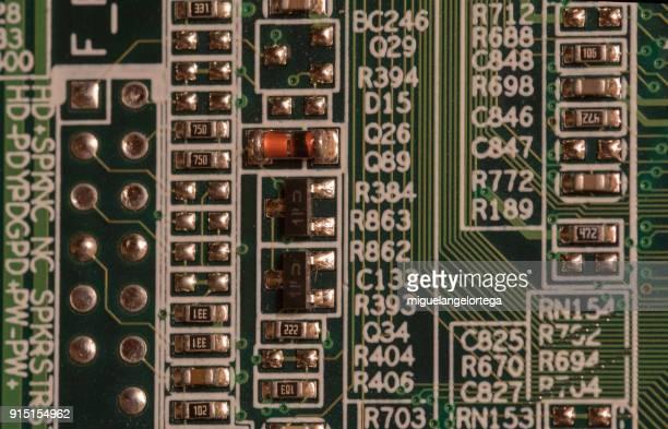 Condenser - Electric circuits