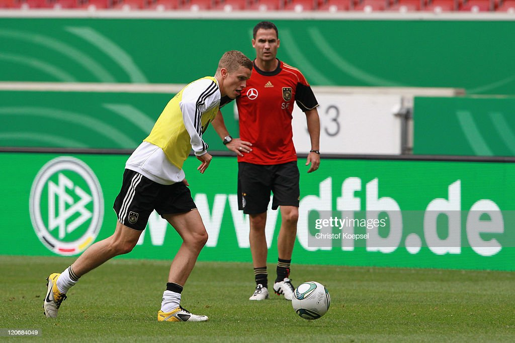 Condition coach Shad Frosythe (R) watches Sven Bender shooting a ball during a training session of the German National football team at Mercedes-Benz Arena on August 8, 2011 in Stuttgart, Germany. Germany will play a friendly match against Brazil at Mercedes-Benz Arena on August 10, 2011 in Stuttgart, Germany.