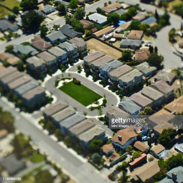 condominium complex with a circular driveway - palo alto stock pictures, royalty-free photos & images