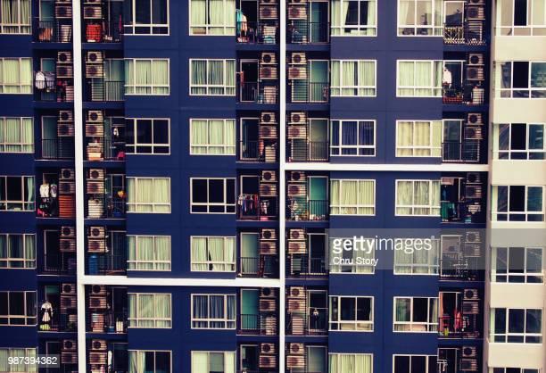 condominium life, bangkok - cabo verde fotografías e imágenes de stock