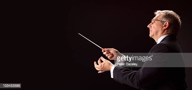 conductor conducting classical music - musical conductor stock pictures, royalty-free photos & images
