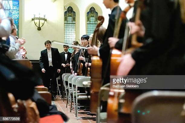 Dirigent von Philadelphia Sinfonia, Gary White recieves Beifall
