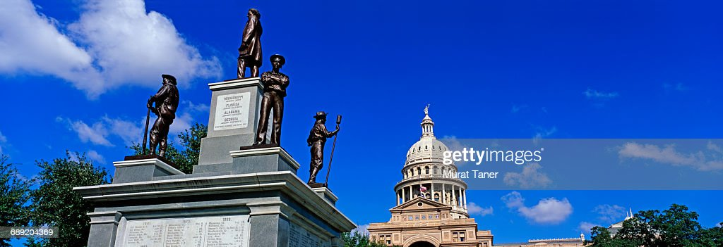Confederate Soldiers Monument : Stock Photo