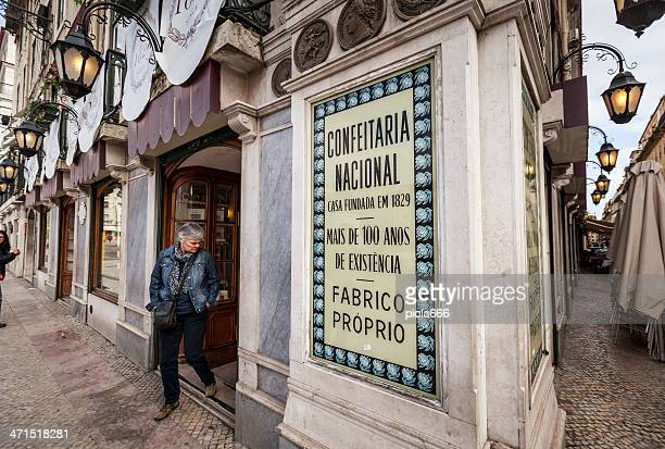 confeitaria national: famous sweets and cakes shop in lisbon - provincie lissabon stockfoto's en -beelden