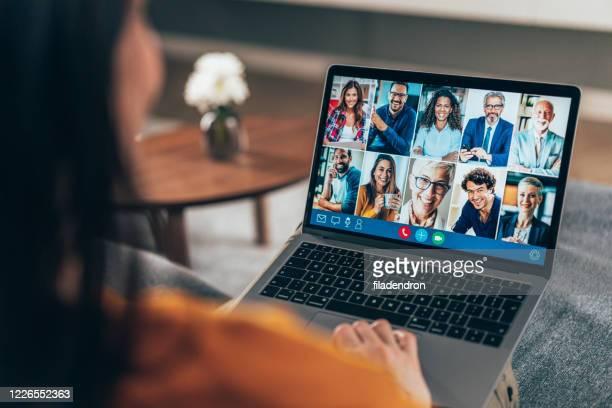 teleconferência - tela do dispositivo - fotografias e filmes do acervo