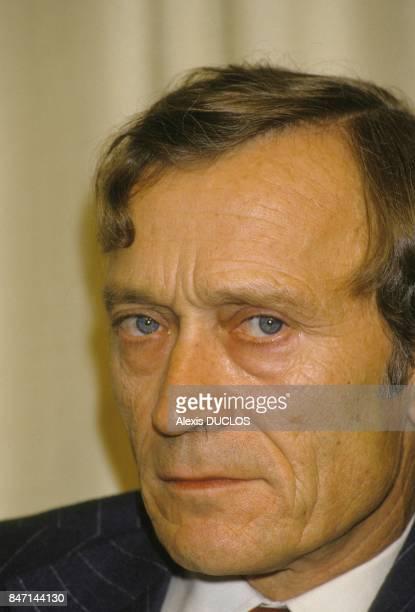 Conference de presse de Jerome Seydoux PDG de la Cinq le 22 novembre 1985 a Paris Frannce