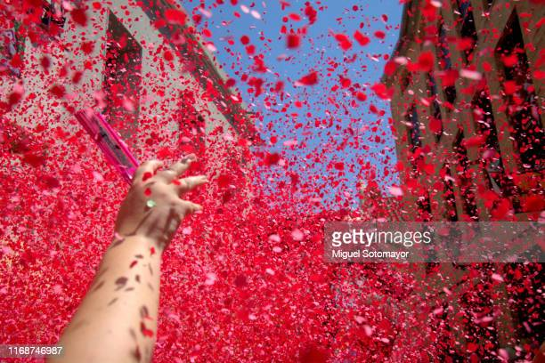 confetti festival - parade stock pictures, royalty-free photos & images