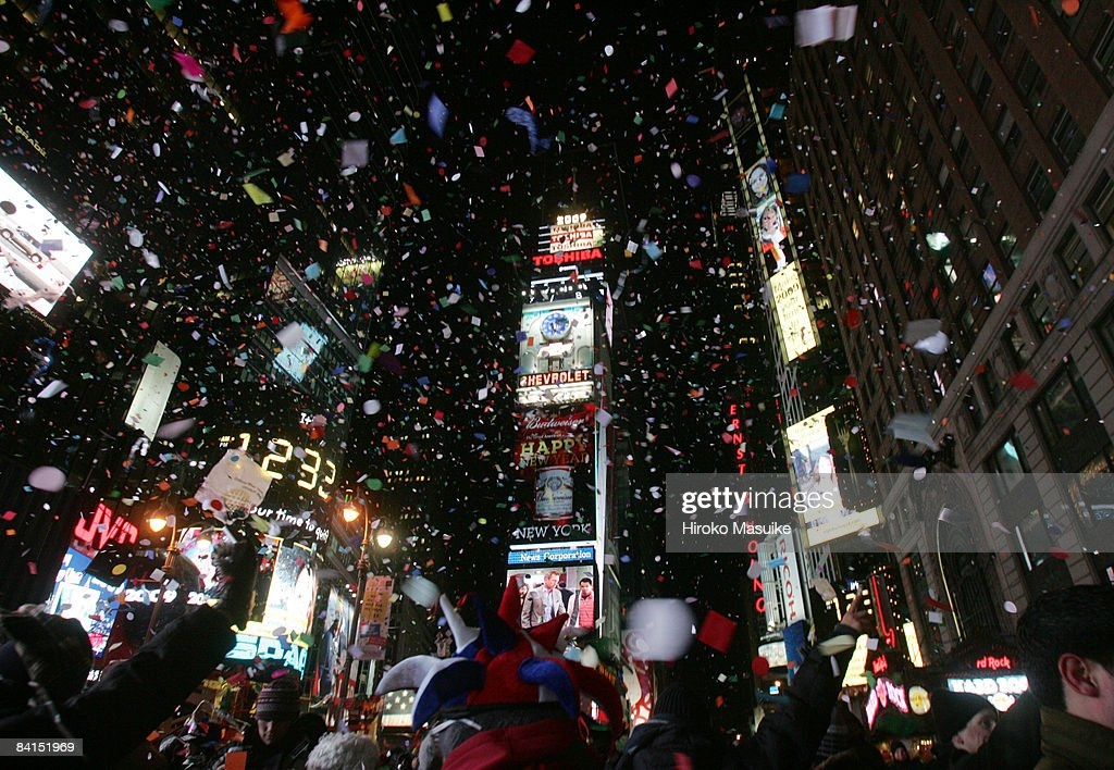 Revelers Bring In The New Year In Times Square : News Photo