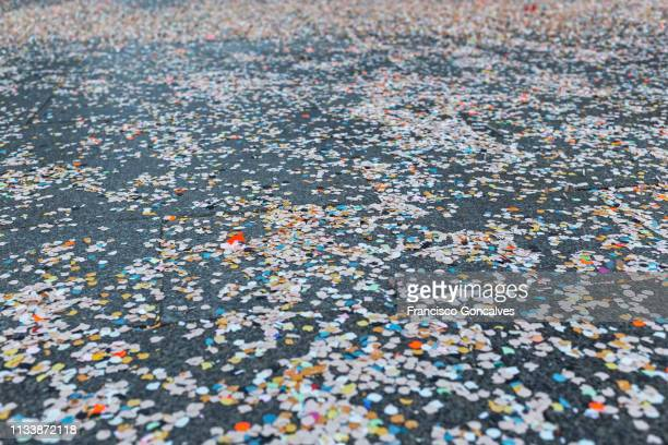 confetti in the street during the carnival in barcelona - mardi gras stock pictures, royalty-free photos & images