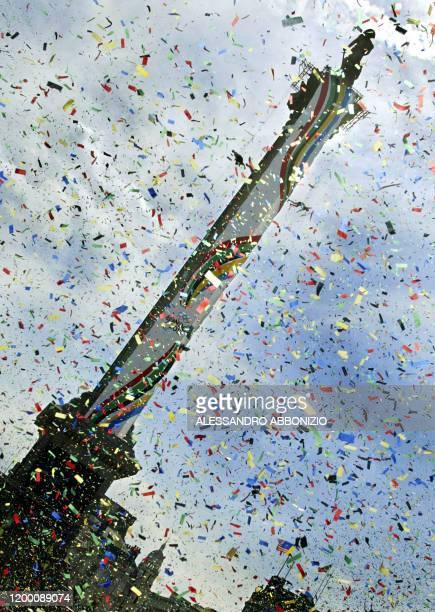 Confetti is sprinkled over Nelson's Column in Trafalgar Square in London 01 September 2005, as London Mayor Ken Livingstone officially marks the...