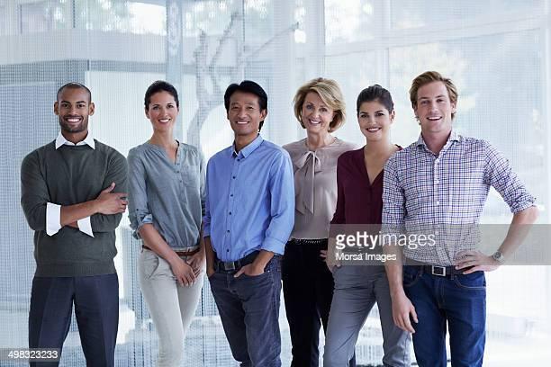 confident business team in office - tenue d'affaires décontractée photos et images de collection