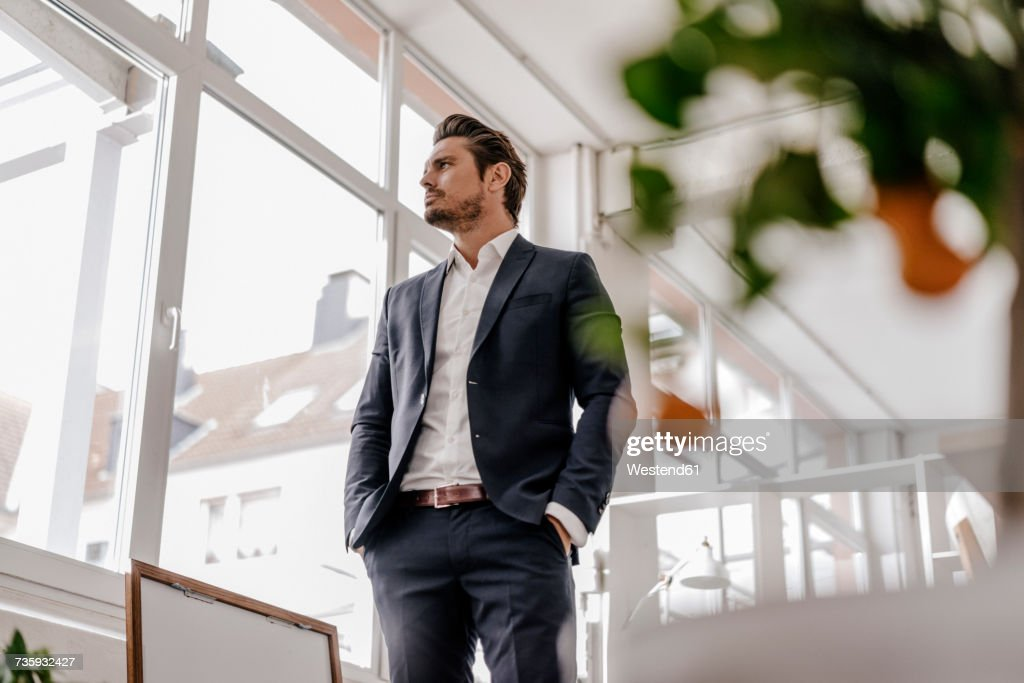 Confident businessman standing in office : Stockfoto