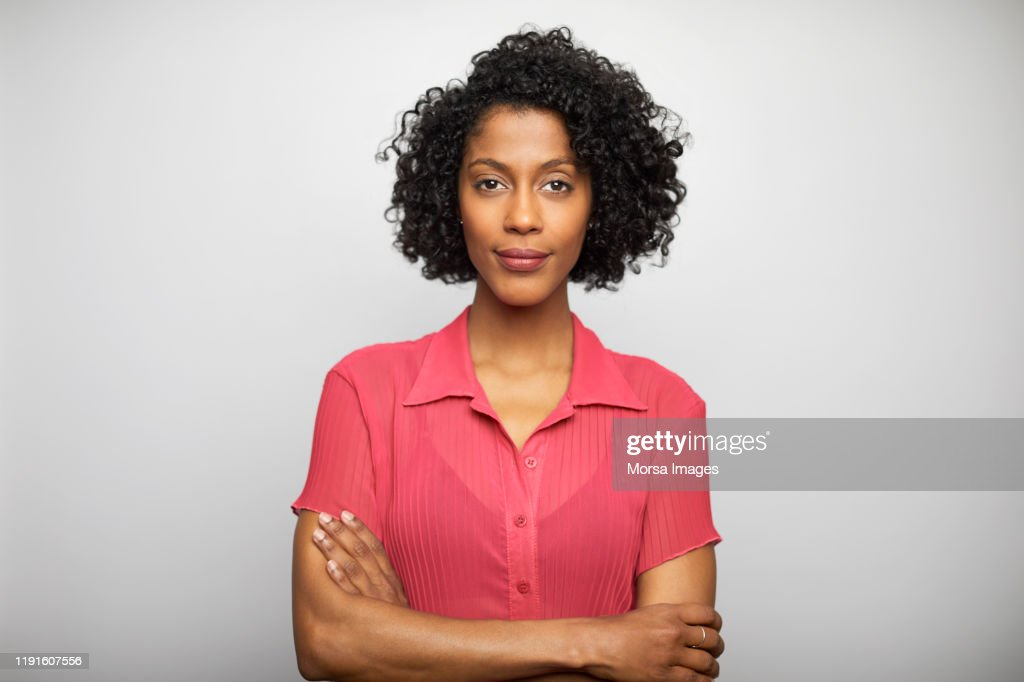 Confident businesswoman with arms crossed : Foto de stock