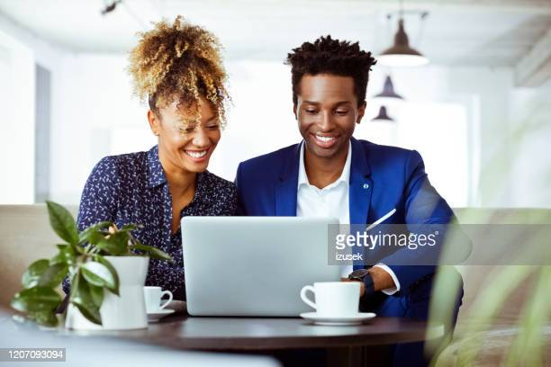 confident entrepreneurs working on investment plan - izusek stock pictures, royalty-free photos & images