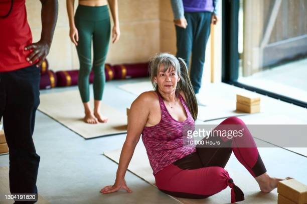 confident female amputee sitting on yoga mat - leaning disability stock pictures, royalty-free photos & images