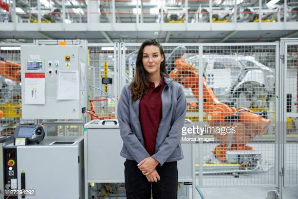 confident female engineer in automobile industry - robotic arm stock pictures, royalty-free photos & images
