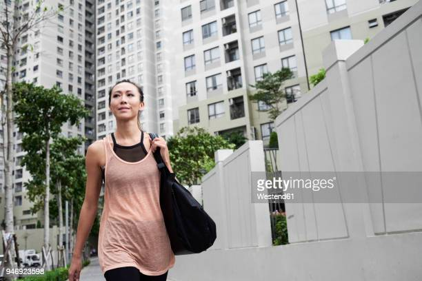 confident fit woman walking in urban environment - sportswear stock pictures, royalty-free photos & images