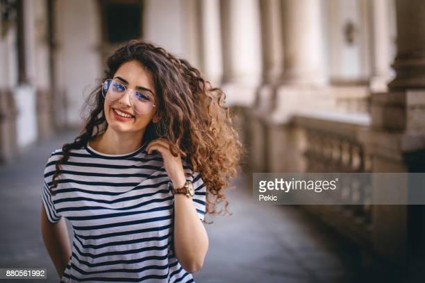 confiante em seu cabelo saudável - aluna - fotografias e filmes do acervo