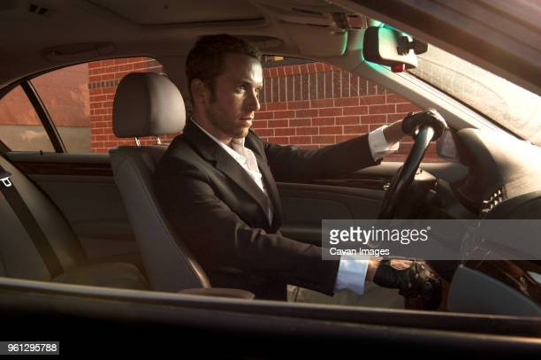 confident man driving car - handschoen stockfoto's en -beelden
