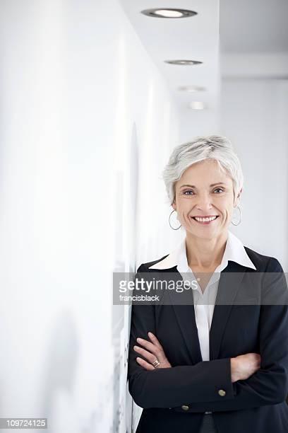 Confiant Femme d'affaires d'âge mûr