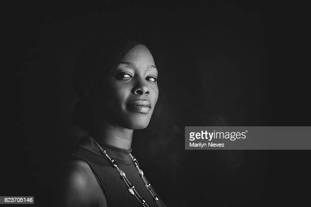 confident portrait of a black woman - zwart wit stockfoto's en -beelden