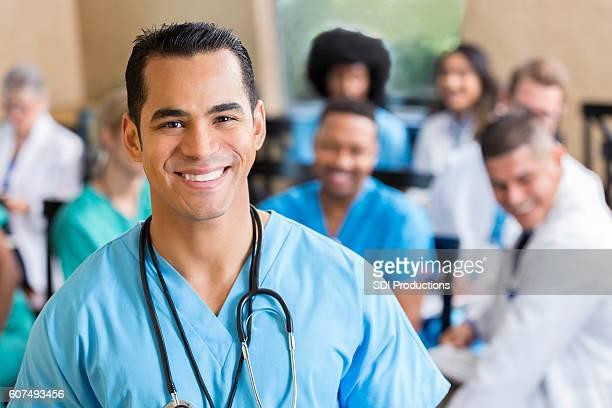 confident surgeon during medical seminar - operatiekleding stockfoto's en -beelden
