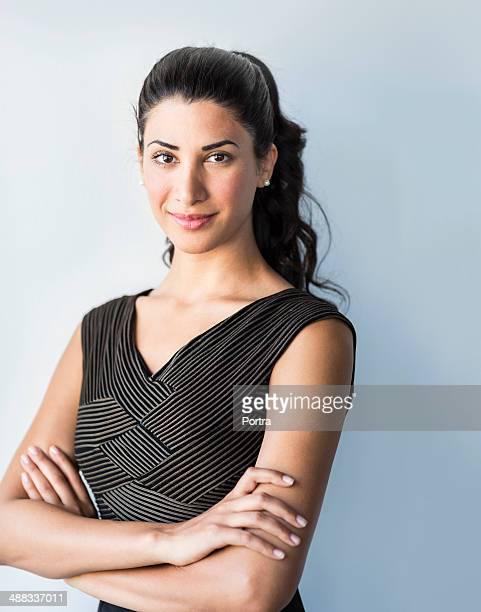 confident woman of a mixed race. - capelli neri foto e immagini stock