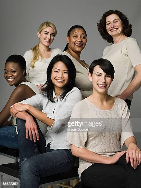 confident women - mittelgroße personengruppe stock-fotos und bilder