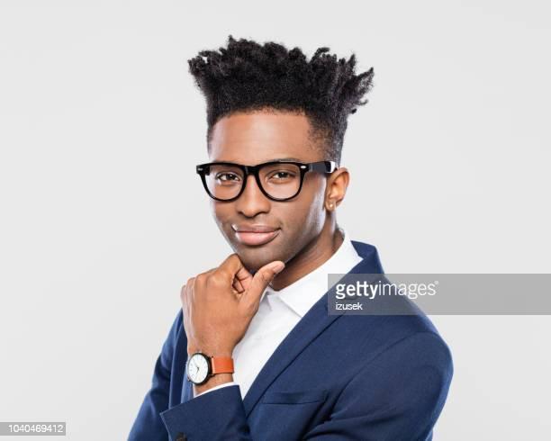 confiant jeune entrepreneur africain - très tendance photos et images de collection
