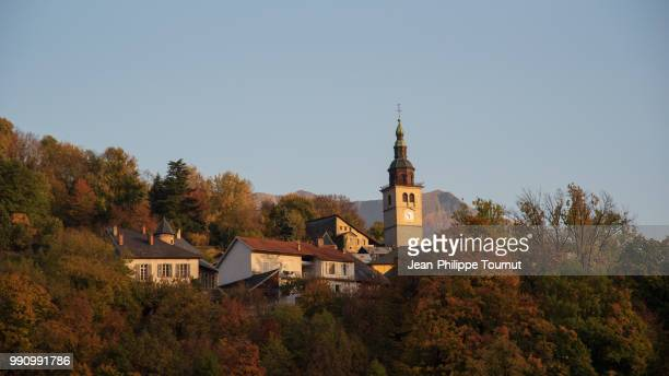 conflans and the church of the assumption of the blessed virgin mary, albertville, savoie, france - albertville france imagens e fotografias de stock