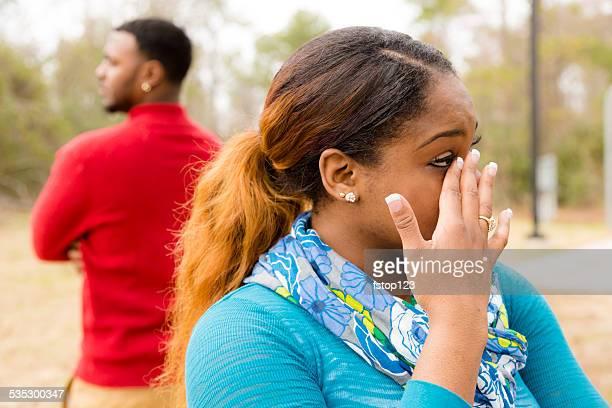 紛争 arguement 間、アフリカ民族のカップルです。悲しみ,泣き、アンガーます。