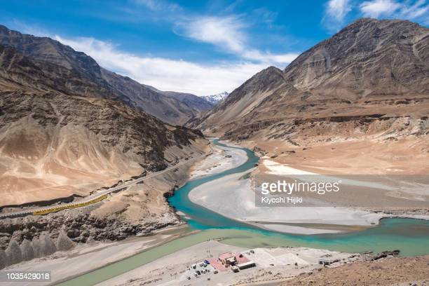 confluence of the indus and zanskar rivers in leh, north india. - kashmir valley stock photos and pictures