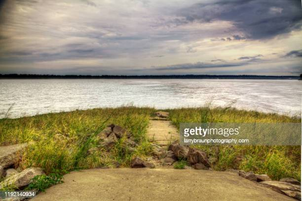 confluence of the mississippi and ohio river - オハイオ川 ストックフォトと画像