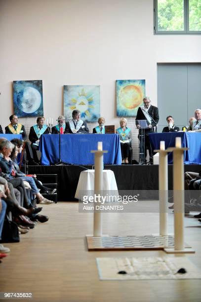 Conférence de francsmacons en tenue et ouverte au public lors d'une journée de découverte de la francmaçonnerie organisée par des loges nantaises du...