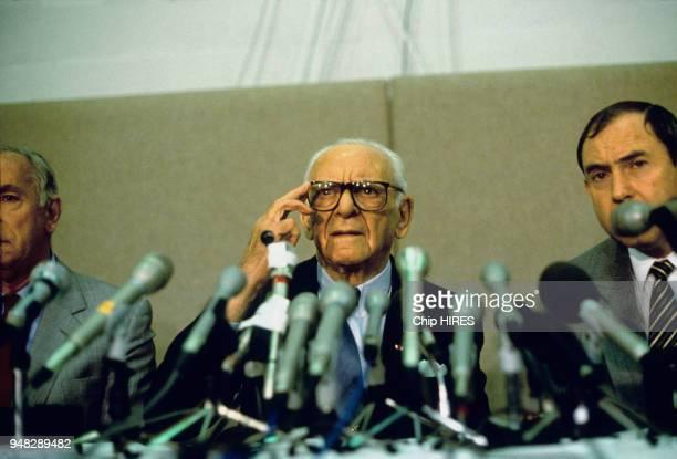 Conférence de presse d'Armand Hammer Président de la compagnie Occidental Petroleum après l'explosion de la plateforme Piper Alpha en mer du Nord...