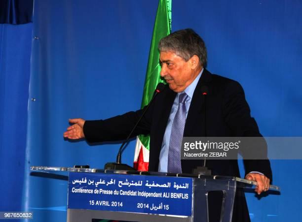 Conférence de presse du candidat indépendant à l'élection présidentielle Ali Benflis à Alger, Algérie le 15 avril 2014.