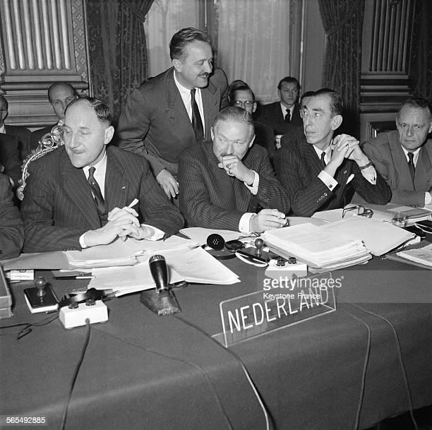 Conférence des ministres des affaires étrangères sur l'Euratom et le développement du marché commun européen au Quai d'Orsay à Paris France le 20...