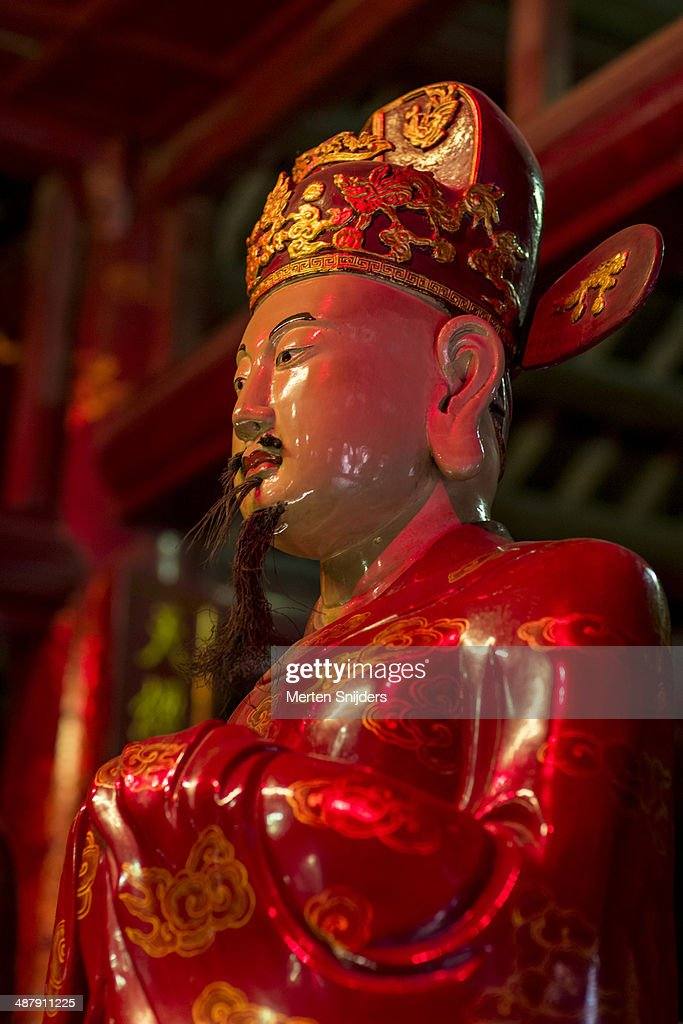 Confucian statue at Temple of Literature : Stockfoto
