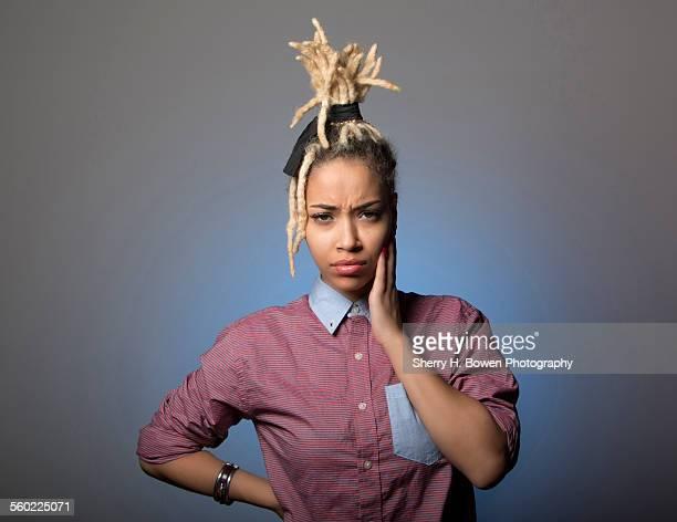 confused angry multi-racial girl - retrato clásico fotografías e imágenes de stock