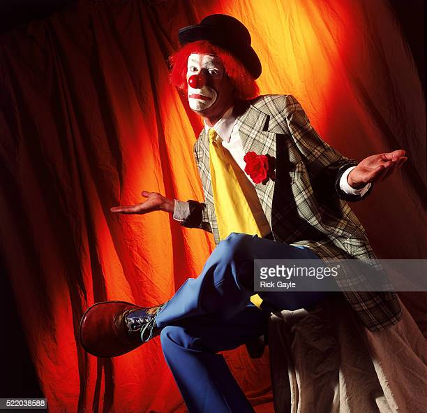 confused clown - ineptitude stock pictures, royalty-free photos & images