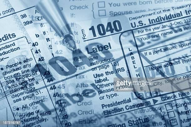 confuso impostos - 1040 tax form - fotografias e filmes do acervo