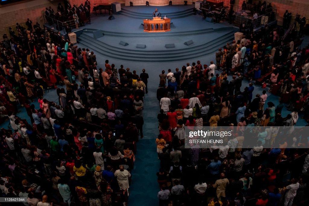 TOPSHOT-NIGERIA-RELIGION-CHURCH-VOTE : News Photo