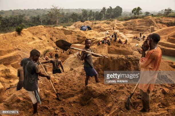 Congolese workers search for rough diamonds Kangambala mine in Lungudi in the south west region of Kasai in the Democratic Republic of Congo the...