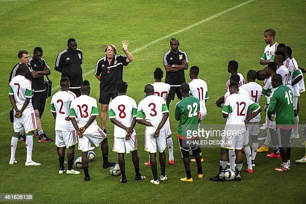 Congo's head coach Claude Le Roy talks to players beforea training session in Bata stadium in Bata Equatorial Guinea on January 16 ahead to the...