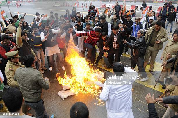Congress activists protested and burnt effigy of Prime Minister Narendra Modi at DND toll, against the ordinance to amend the Right to Fair...