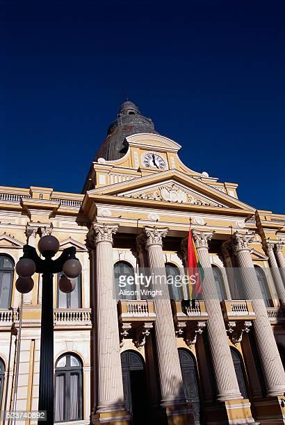 congress building in plaza murillo, la paz, bolivia - bandera boliviana fotografías e imágenes de stock