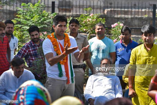 Congress candidate from the South Delhi Lok Sabha constituency Vijender Singh addresses the local residents at Bhim Basti on May 5 2019 in New Delhi...