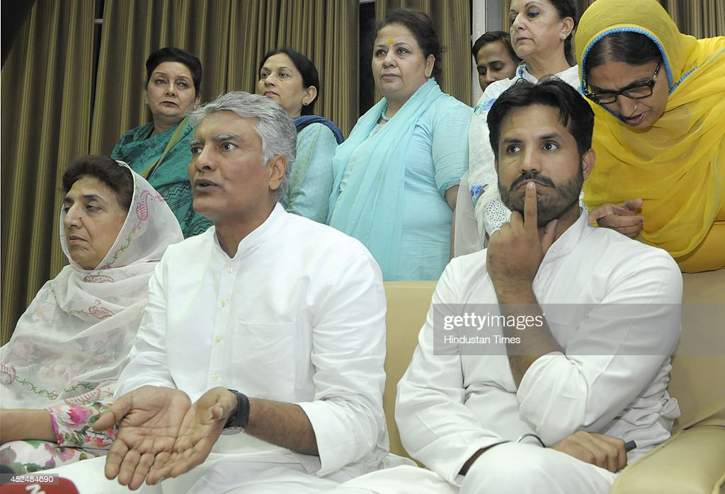 Congress MLAs Amarinder Singh Raja Warring Sunil Jakhar Rajinder Kaur Bhattal and others addressing the media persons during the assembly session at..