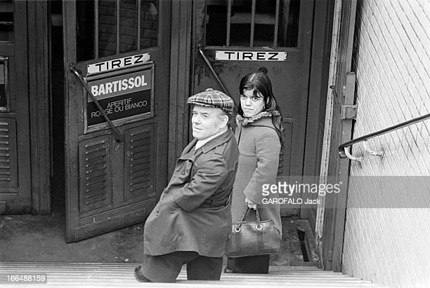 Congress Of Dwarfs In Paris France Aubervilliers 5 avril 1976 Le couple de nains Patricia et Marcel GUEGAN âgés respectivement de 21 et 50 ans se...